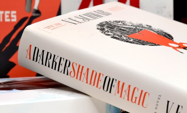 A Darker Shade of Magic / V. E. Schwab