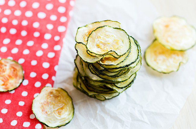 zucchini-chips_resized-9-650x430